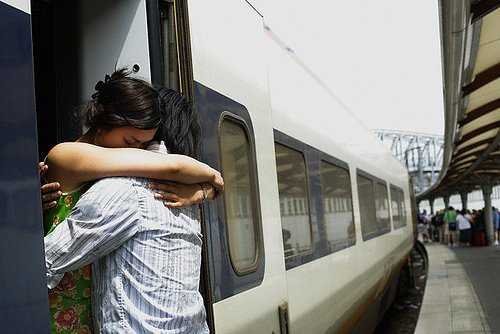 cuplu despartit de distanta