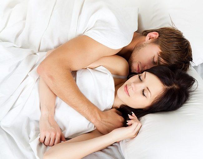 7 lucruri pe care cuplurile fericite le fac inainte de a merge la somn